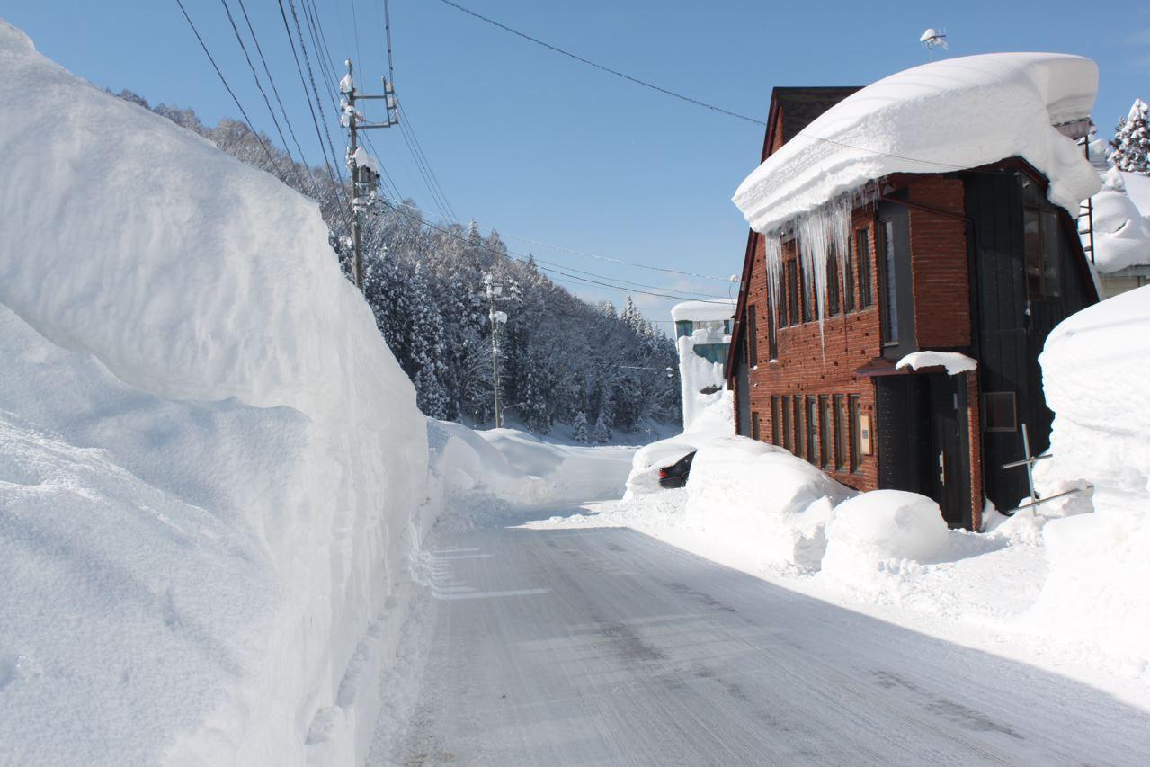 Nozawa cottage in nozawa onsen right by the slopes for Ski cottage