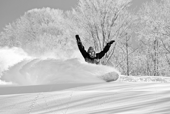 Yuto hacks the fresh japow.
