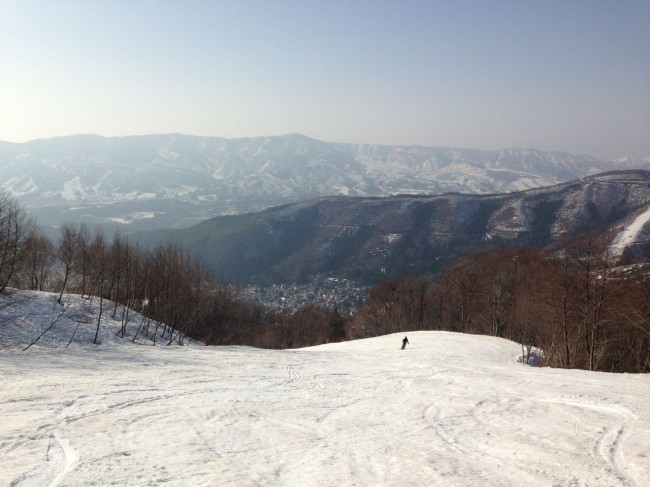 Still looking pretty nice for May. Crowds are not bad in Nozawa either!
