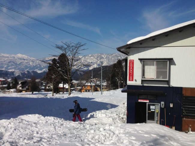 The Nozawa Holidays Ski Locker just below the Nagasaka Gondola next to the Neo Bar. Makes your ski holiday even easier!