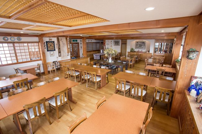 Huge dining room with great food and friendly conversation of a morning